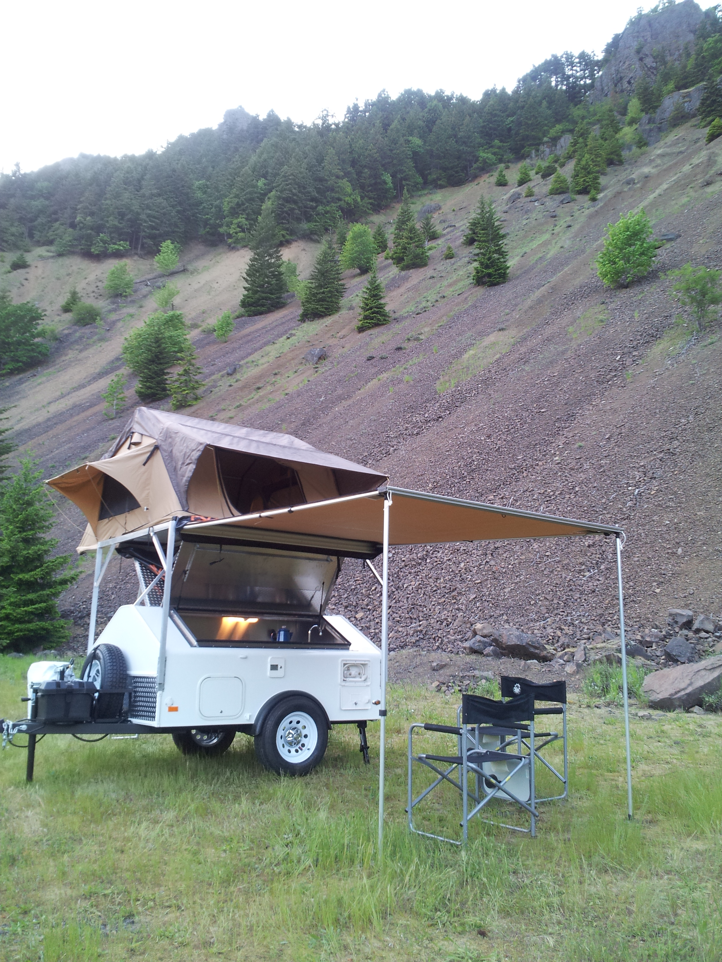 We now proudly carry Cascadia Vehicle Tents. & Roof Top Tents | Simple Camping Solutions